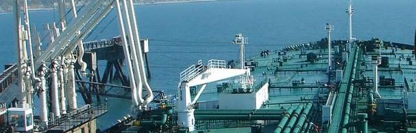Tanker_unloading_crude_oil